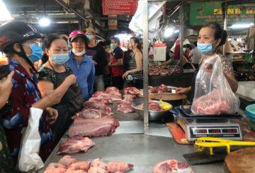 Thịt heo chợ lẻ giảm chưa tương xứng với giá heo hơi, heo mảnh