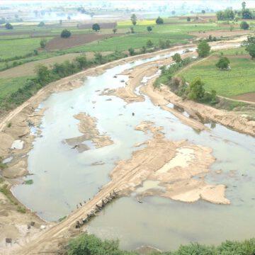 Cty TNHH MTV Hoàng Chỉ chặn dòng sông để khai thác cát