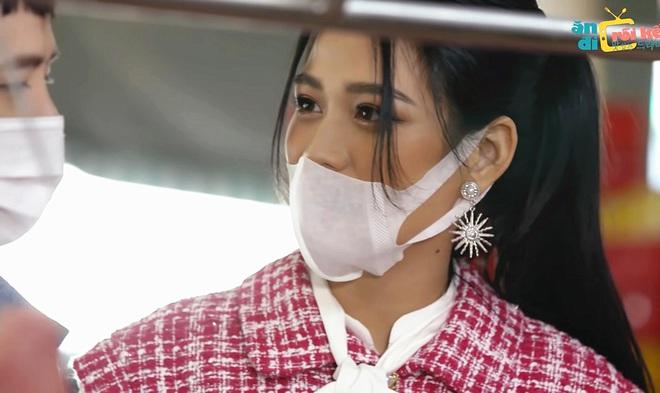 Đỗ Thị Hà đeo khẩu trang lộ mũi.